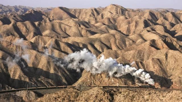 Locomotive dans le désert David Kitching